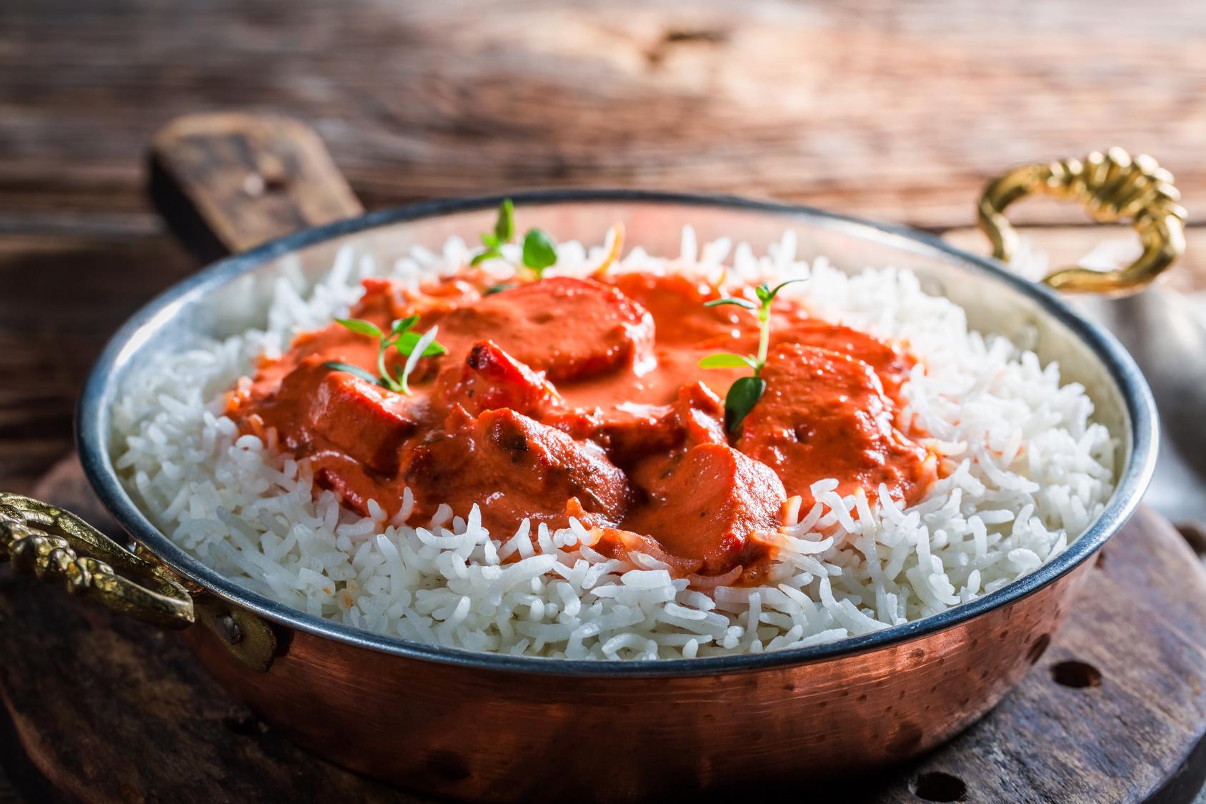 Emincés de poulet, sauce tomatée et riz basmati